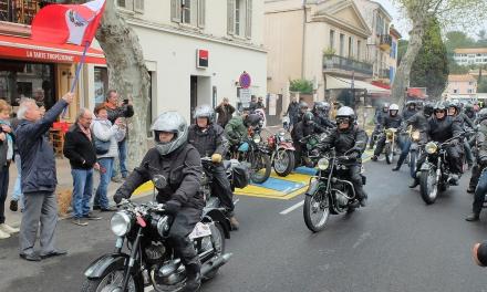 (Français) Rétropézien, rassemblement de motos anciennes