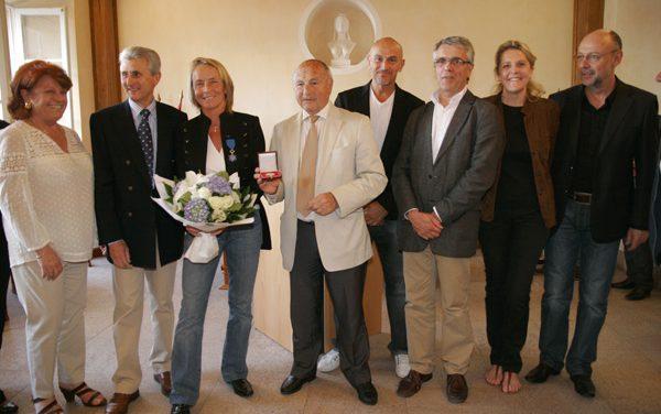 Isabelle Demongeot reçoit la médaille de la ville