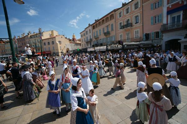 Image 1 - Traditions : le «jeune âge» aime la danse