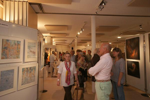 Image 1 - À la salle Jean-Despas, le salon des Peintres et sculpteurs de Saint-Tropez