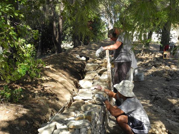Les bénévoles de l'Apare restaurent la citadelle