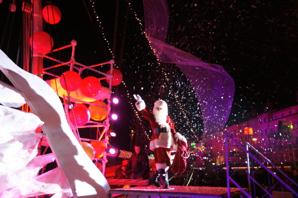Le père Noël est arrivé à bord de la Tartane