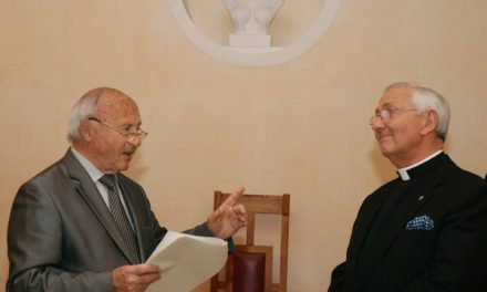 La municipalité honore Monseigneur Hayes