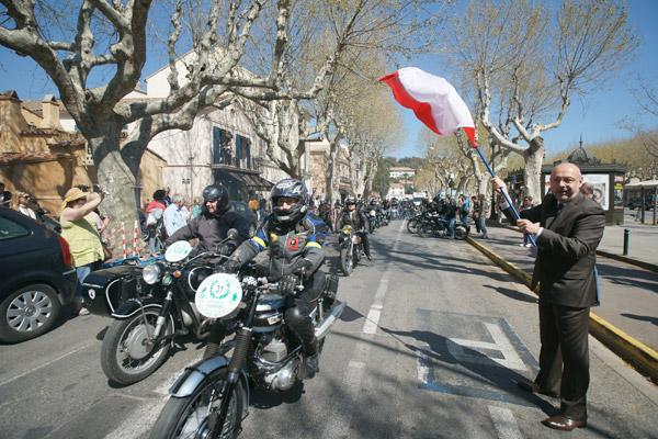 Image 1 - La 19e balade des motos anciennes