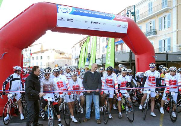 Plus de 1 000 coureurs sur les quais pour la Granfondo 2012