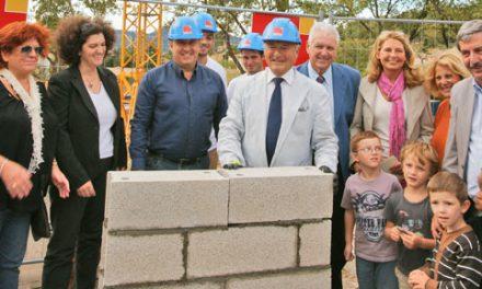 Pôle enfance : le maire a posé la première pierre