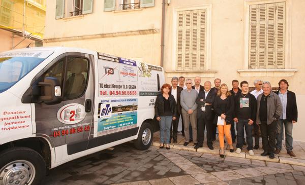 Un nouveau mini-bus pour les enfants et les associations