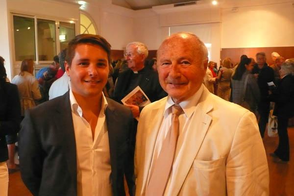 le maire Jean-Pierre Tuveri et Benjamin Grech (é gauche), représentant la société Engel & Voelkers Sara Grech, partenaire maltais de la manifestation.