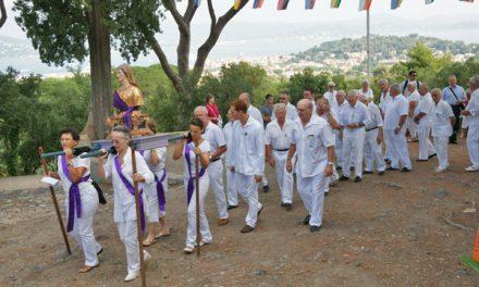 Sainte-Anne 2013 : procession et foire sur la place des Lices