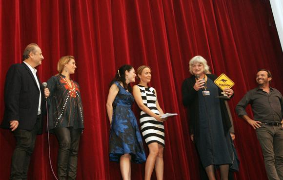 La présidente de l'association France ... Nouvelle-Zélande a reçu le Grand prix pour Dean Hewison.