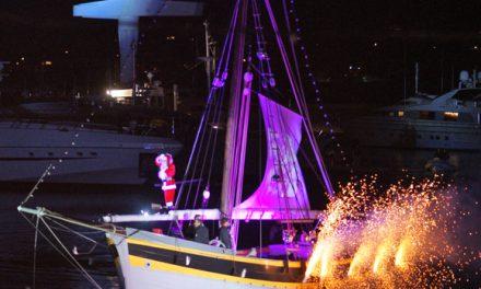 Le Père Noël sur son joli bateau