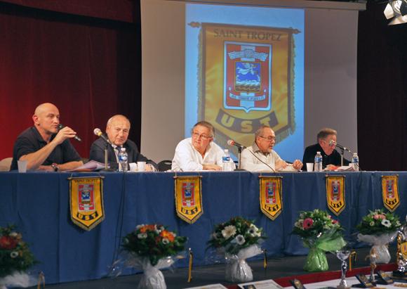 La ville était représentée par le Maire et l'adjoint aux sports, Laurent Petit (au micro).