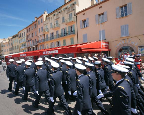Image 2 - L'Ecole de l'air « fait le mur » à Saint-Tropez