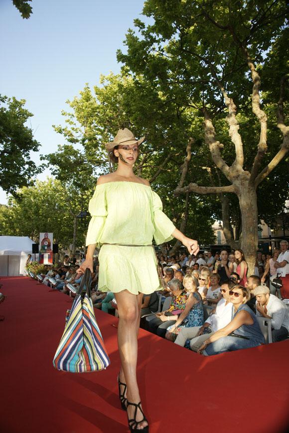 Image 2 - Deux défilés de mode pour lancer l'été