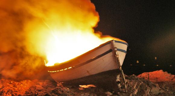 Image 12 - Ferveur et barque en feu pour la Saint-Pierre