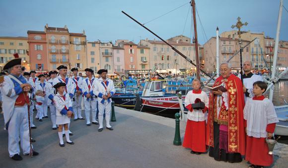 Image 8 - Ferveur et barque en feu pour la Saint-Pierre