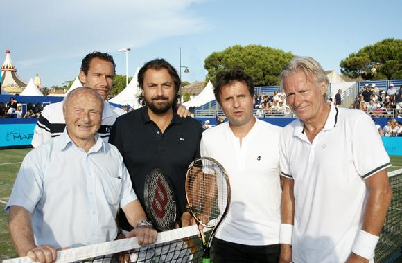 Llodra, Pioline, Santoro et Borg entourent le maire Jean-Pierre Tuveri.
