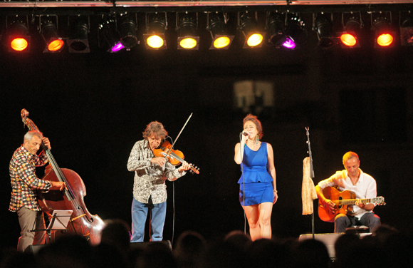 Deborah de Blasi et ses musiciens lors des soirées de la Pesquière