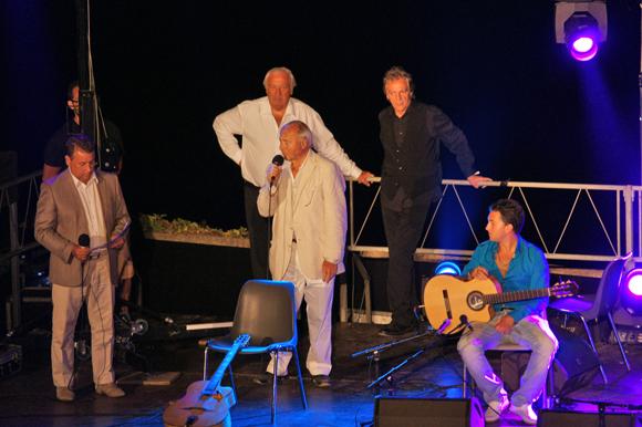 Le maire Jean-Pierre Tuveri, entouré de Claude Maniscalco, Marcel Campion et Patrick Dutertre, le présentateur, a inauguré la soirée offerte par la ville et Saint-Tropez Tourisme.