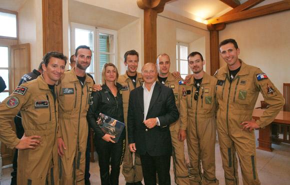 A 19h, la municipalité a honoré les pilotes ayant participé au meeting, dont l'équipe de la Breitling Jet Team et la championne du monde de voltige aérienne, Aude Le Mordant.
