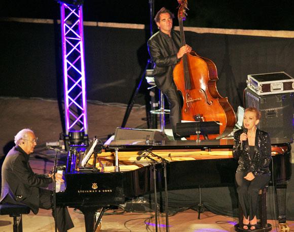 A 22h, Michel Legrand et Natalie Dessay commencent un récital de haute volée.