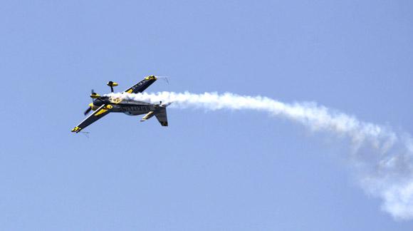 Une figure d'acrobatie aérienne très spectaculaire de la part de la championne du monde de la spécialité, Aude Le Mordant.