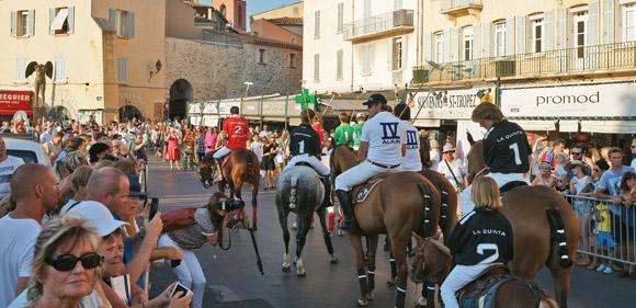 L'International Polo Cup défile sur le port