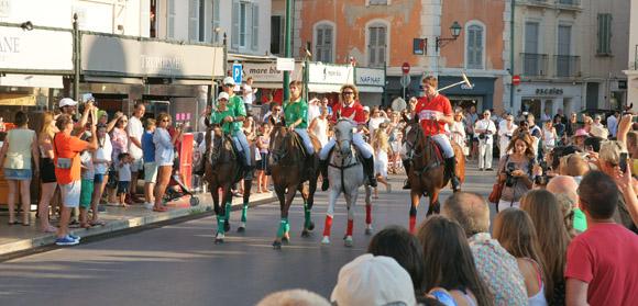 Image 3 - L'International Polo Cup défile sur le port