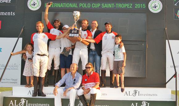 Image 9 - L'International Polo Cup défile sur le port
