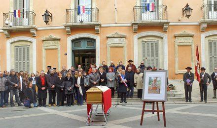 La municipalité et les Tropéziens ont dit un dernier « Longo mai » à Josette Bain.