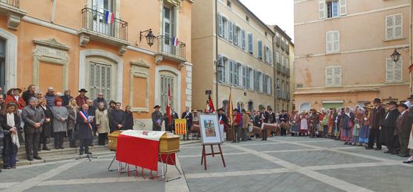 Image 2 - La municipalité et les Tropéziens ont dit un dernier « Longo mai » à Josette Bain.
