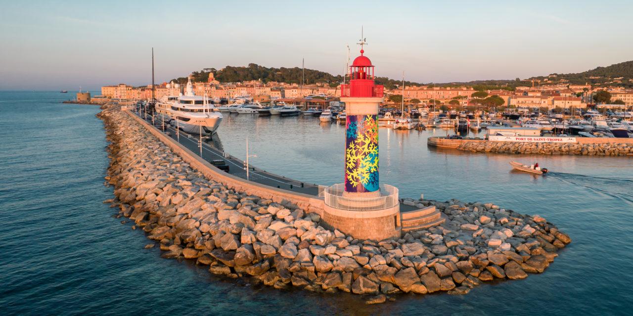 Habillage du phare rouge de Saint-Tropez