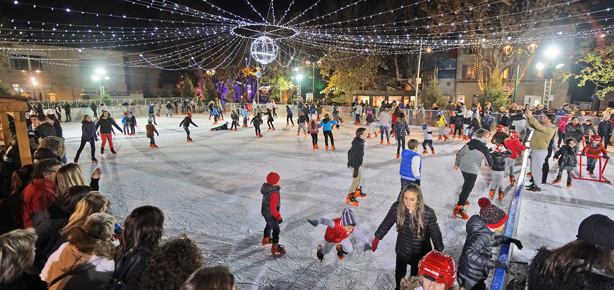 (Français) Noël à Saint-Tropez : patinoire à ciel ouvert