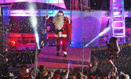 (Français) Noël à Saint-Tropez : arrivée du Père Noël par la mer