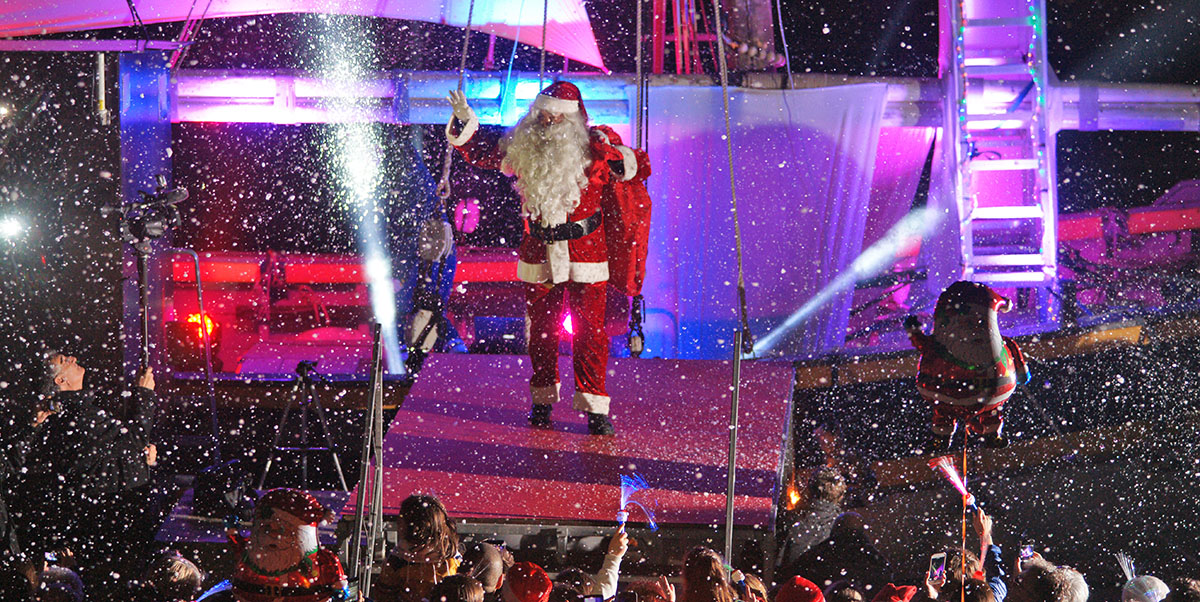 Noël à Saint-Tropez : arrivée du Père Noël par la mer