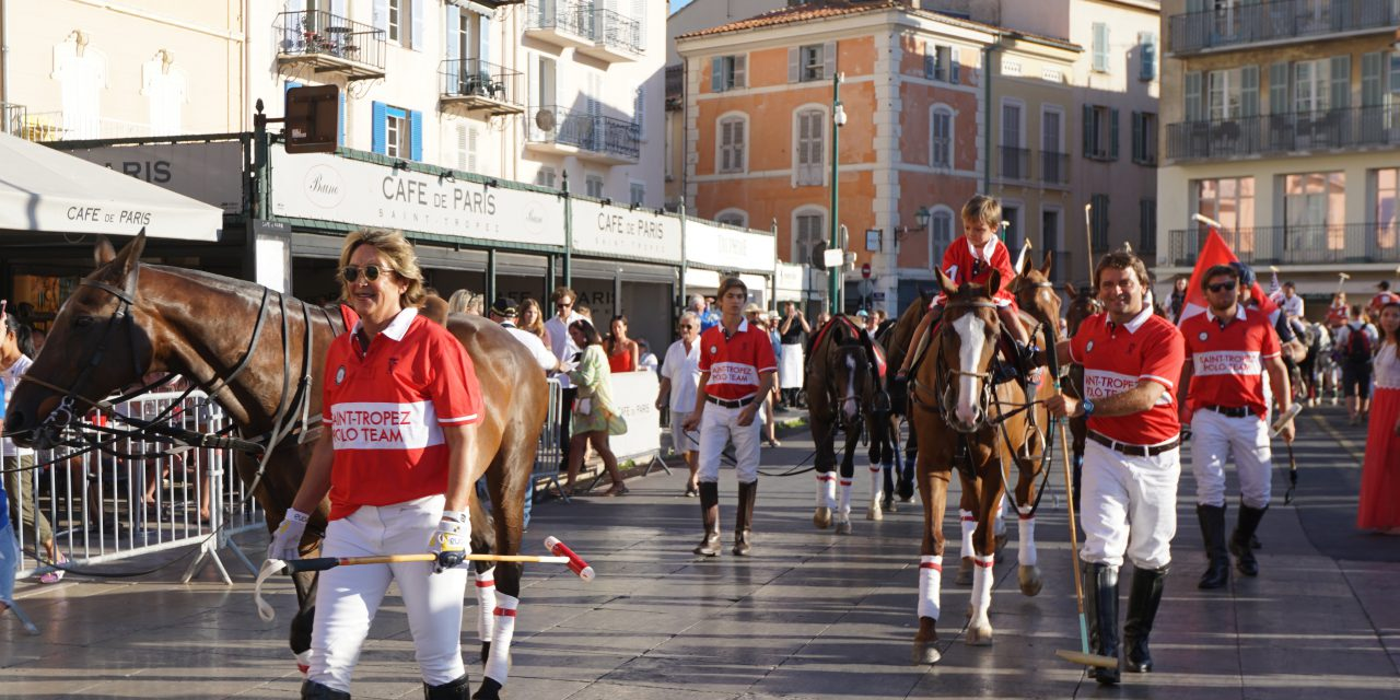 Parade de l'International Polo Cup Saint-Tropez sur le vieux port