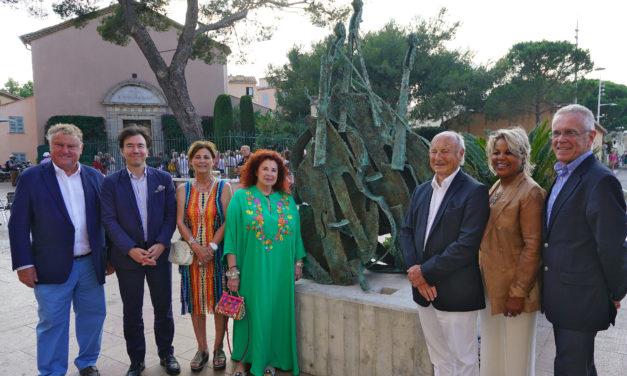 Exposition de sculptures géantes de l'artiste ARMAN