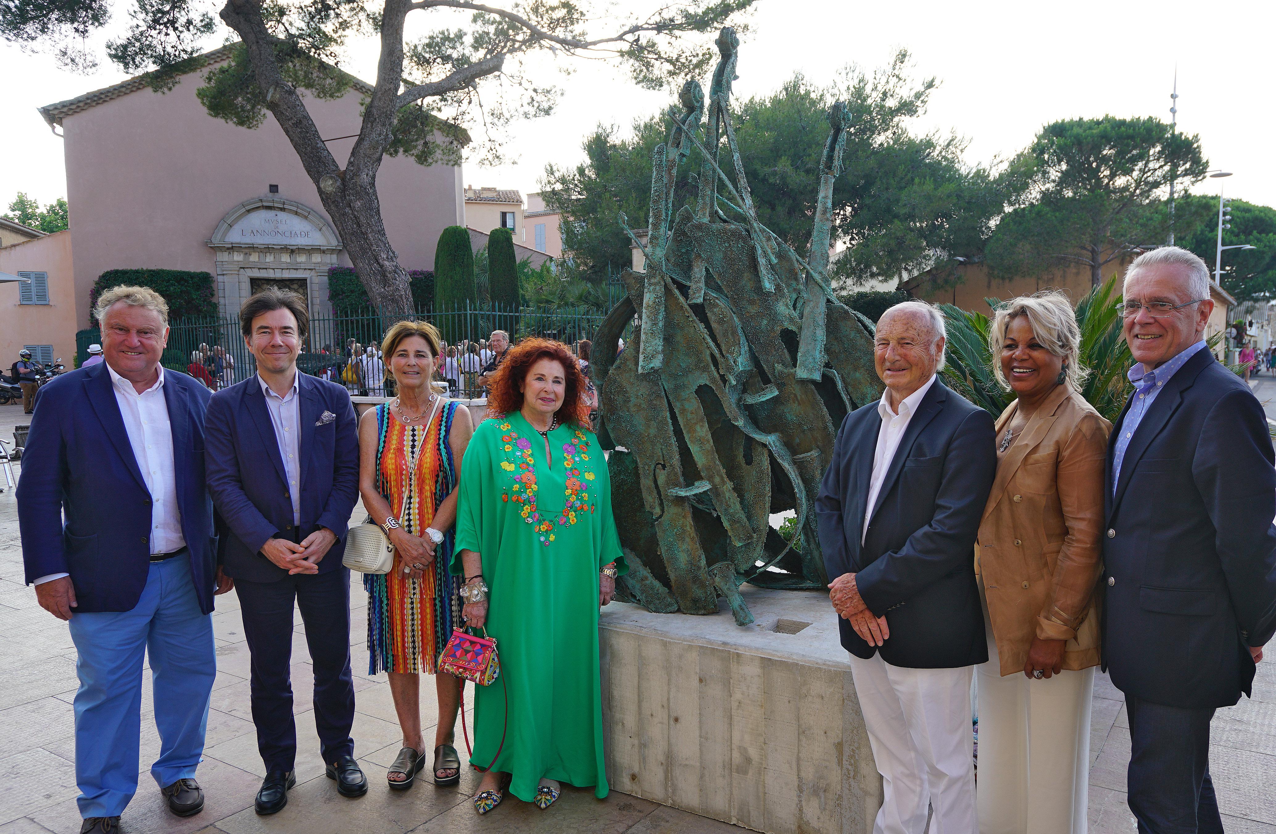 Artiste Peintre St Tropez exposition de sculptures géantes de l'artiste arman - site