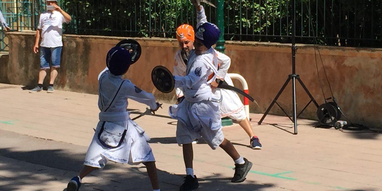 Démonstration d'art martial Sikh