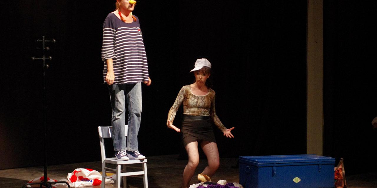4e Festival de théâtre : Deux perruches sur un plateau